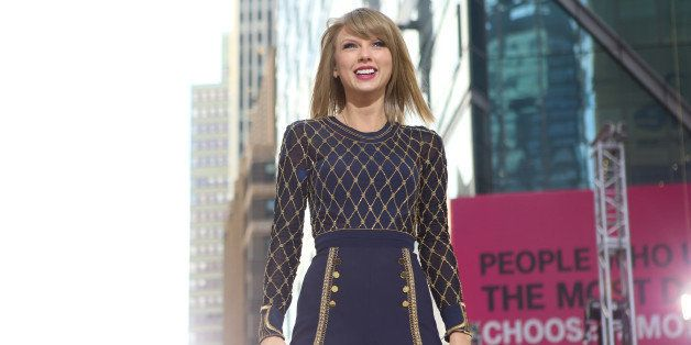 GOOD MORNING AMERICA - Taylor Swift performs live in Times Square on 'Good Morning America,' 10/30/14, airing on the ABC Tele