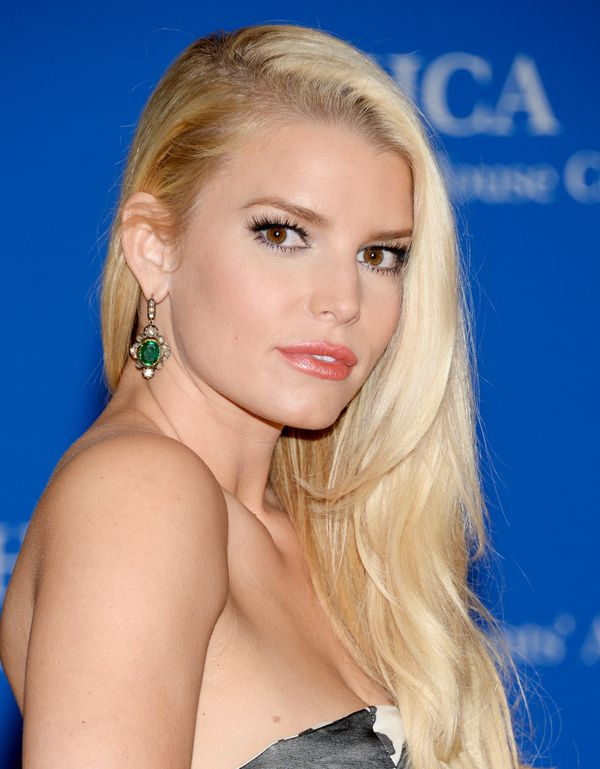 <br><br><strong>Jessica Simpson Stuns In A Little Black Swimsuit</strong> <br><br> <em>Who needs a little black dress when yo