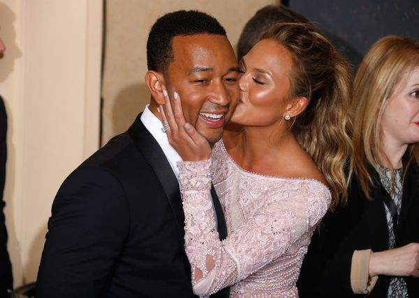 BEVERLY HILLS, CA - JANUARY 11:  Singer John Legend (L) and mocel Chrissy Teigen pose in the press room during the 72nd Annua