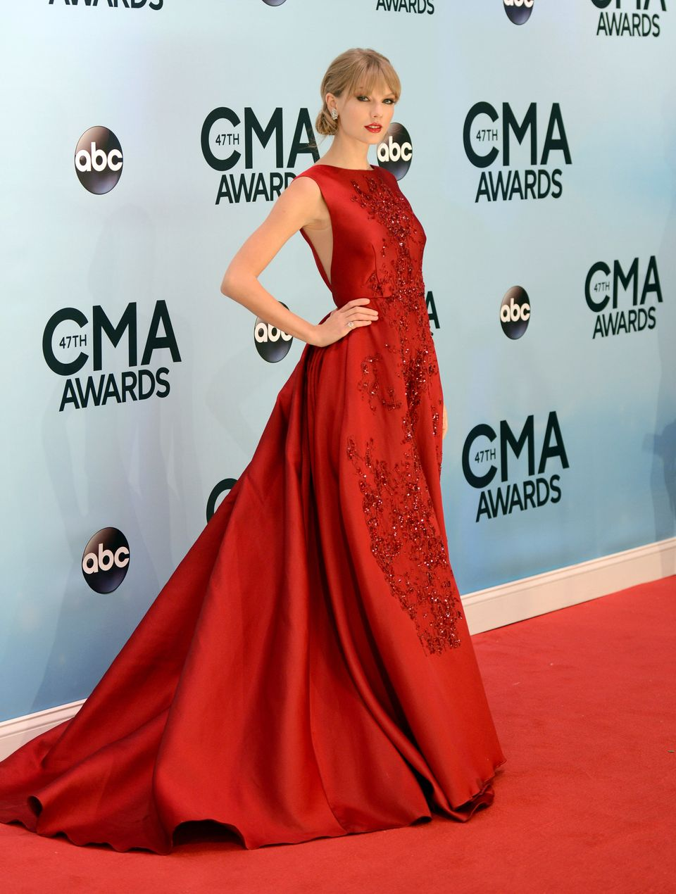 Taylor Swift arrives at the 47th annual CMA Awards at Bridgestone Arena on Wednesday, Nov. 6, 2013, in Nashville, Tenn. (Phot