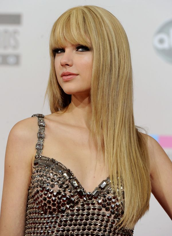 That is until she walked the red carpet sporting straight hair and ... bangs!