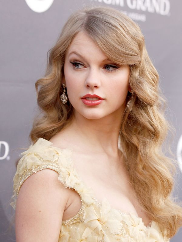 "But as soon as fans could say ""bangin',"" Taylor's fringe was gone."