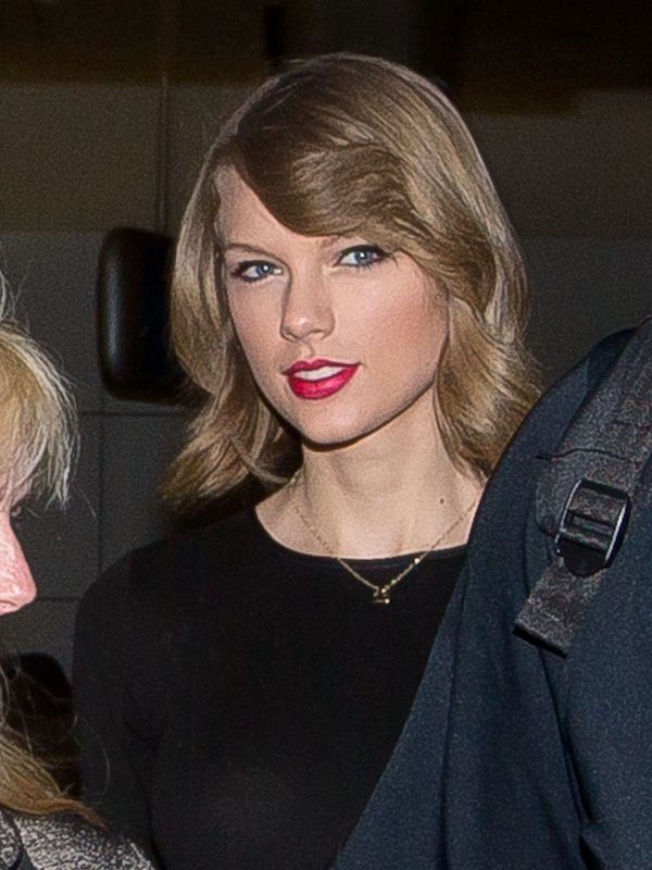 Then Taylor officially chopped her hair off and is now sporting a short, trendy 'do. Hello, bob!