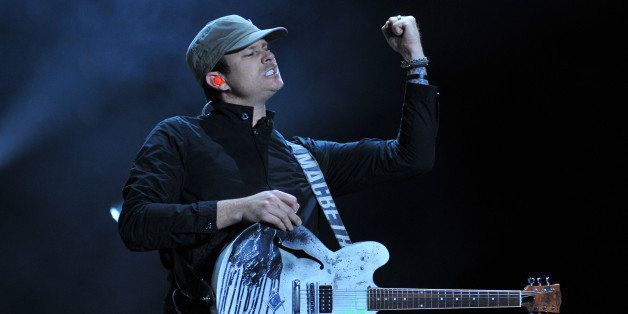READING, UNITED KINGDOM - AUGUST 24: Tom DeLonge of Blink 182 headlines on the main stage at the Reading Festival at Richfiel