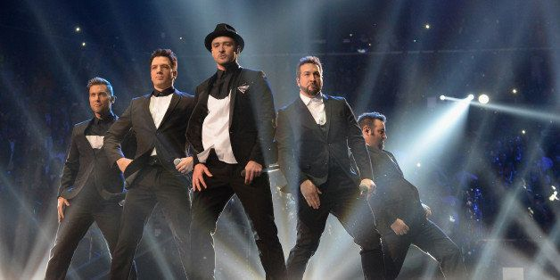 NEW YORK, NY - AUGUST 25:  (L-R) Lance Bass, JC Chasez, Justin Timberlake, Joey Fatone and Chris Kirkpatrick of N Sync perfor