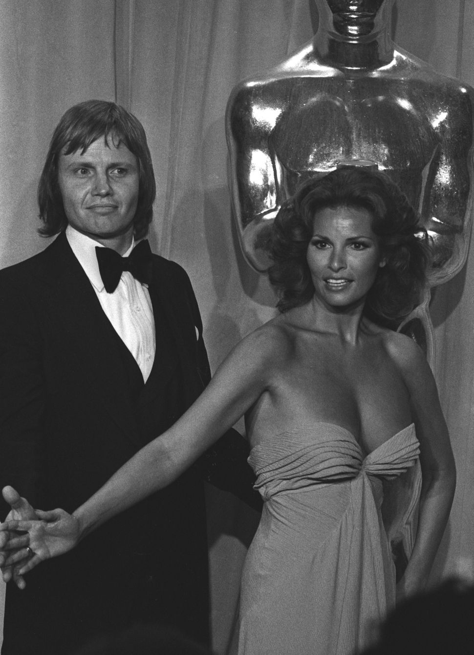 Jon Voight and Raquel Welch at the 47th annual Academy Awards in 1975.