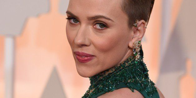 Scarlett Johansson on the red carpet for the 87th Oscars February 22, 2015 in Hollywood, California. AFP PHOTO / MARK RALSTON