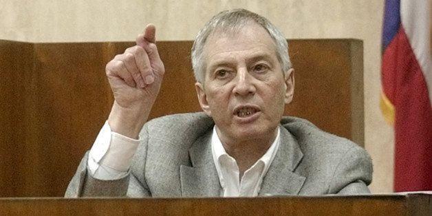 Multi-millionaire murder defendant Robert Durst testifies during the prosecutions' cross examination  Monday, Oct. 27, 2003,