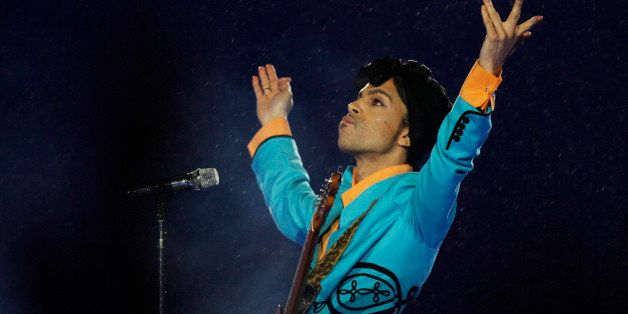 Prince performs during the halftime show at Super Bowl XLI at Dolphin Stadium in Miami, Sunday, Feb. 4, 2007. (AP Photo/Alex