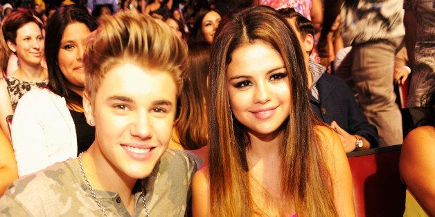 UNIVERSAL CITY, CA - JULY 22:  Singer Justin Bieber and actress/singer Selena Gomez attend the 2012 Teen Choice Awards at Gib