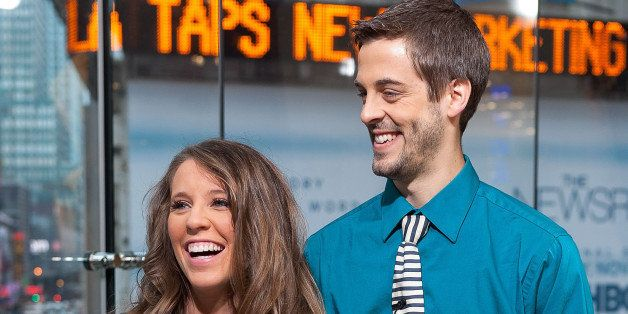NEW YORK, NY - OCTOBER 23:  Jill Duggar Dillard (L) and husband Derick Dillard visit 'Extra' at their New York studios at H&M