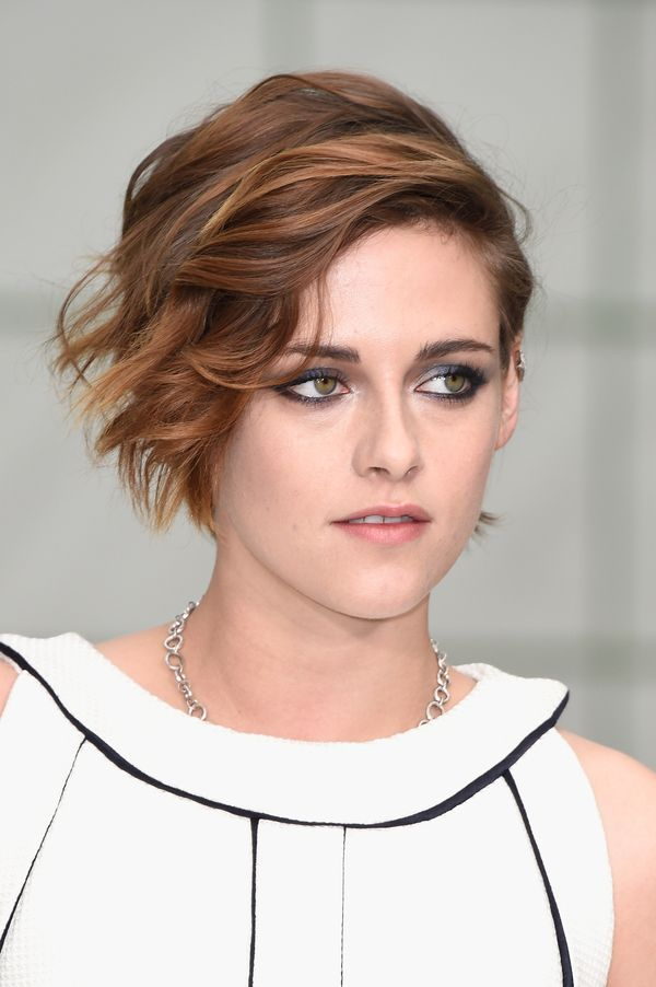 Paired with her perfectly imperfect hair, the look is gorgeous.