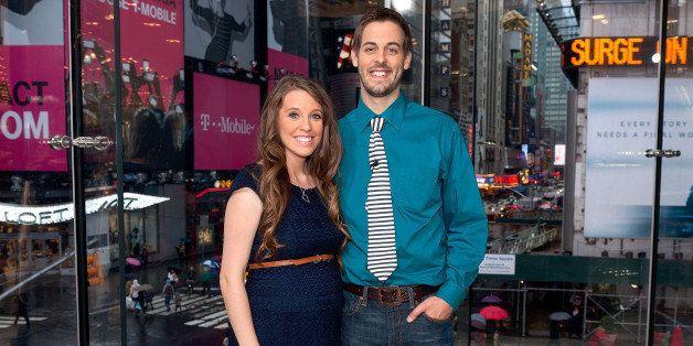 NEW YORK, NY - OCTOBER 23:  Jill Duggar Dillard (L) and husband Derick Dillard visit 'Extra' at their New York studios at H&M