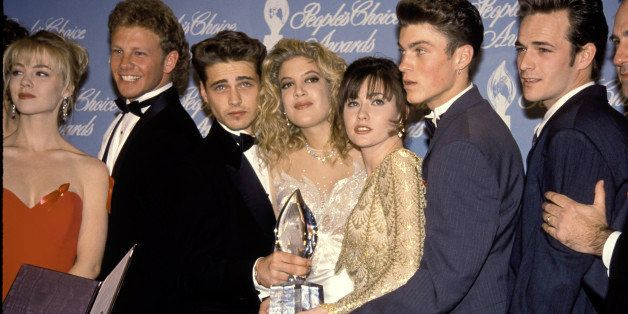 UNITED STATES - 17th March 1992:  Jason Priestley, Tori Spelling and Shannen Doherty with the rest of the cast of Beverly Hil