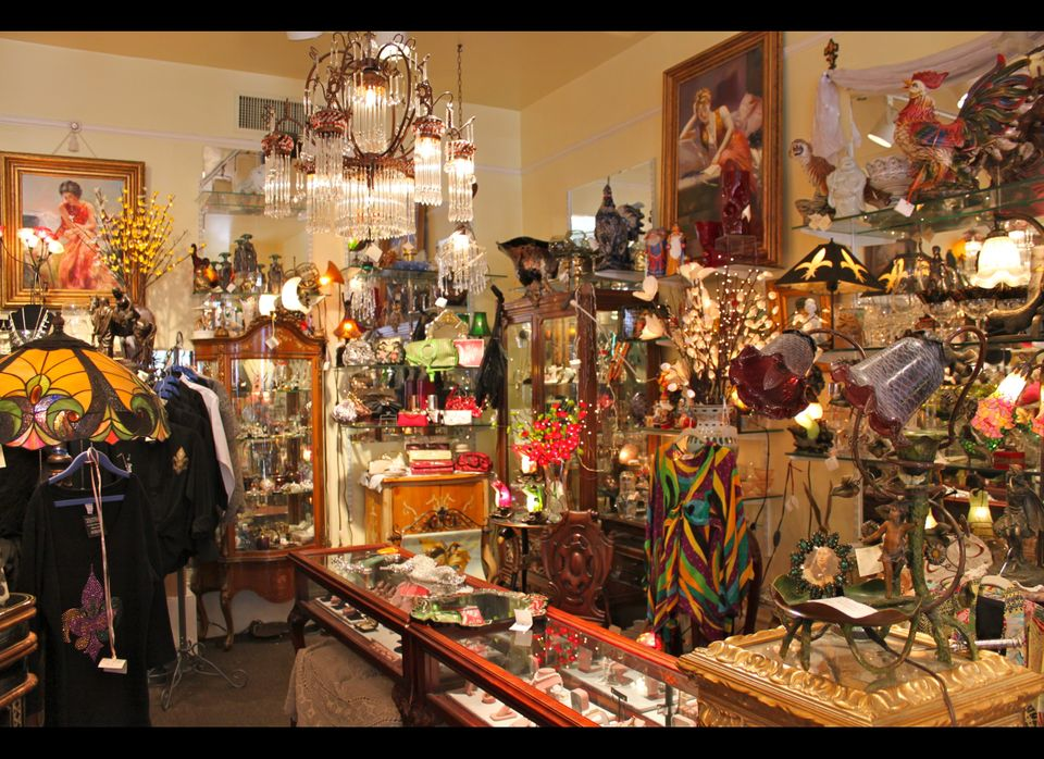 Crystal Menagerie in the French Quarter, showcasing some fab vintage accesories.