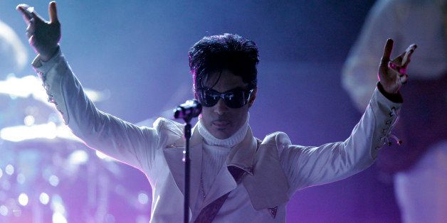 Prince performs during the 2007 National Council of La Raza ALMA Awards in Pasadena, Calif. Friday, June 1, 2007. (AP Photo/M