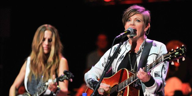 MOUNTAIN VIEW, CA - OCTOBER 25:  (R-L) Natalie Maines and Emily Robison of Dixie Chicks perform at the 29th Annual Bridge Sch