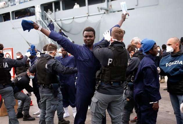 Nasser Bourita réitère le refus du Maroc d'abriter des centres d'accueil des