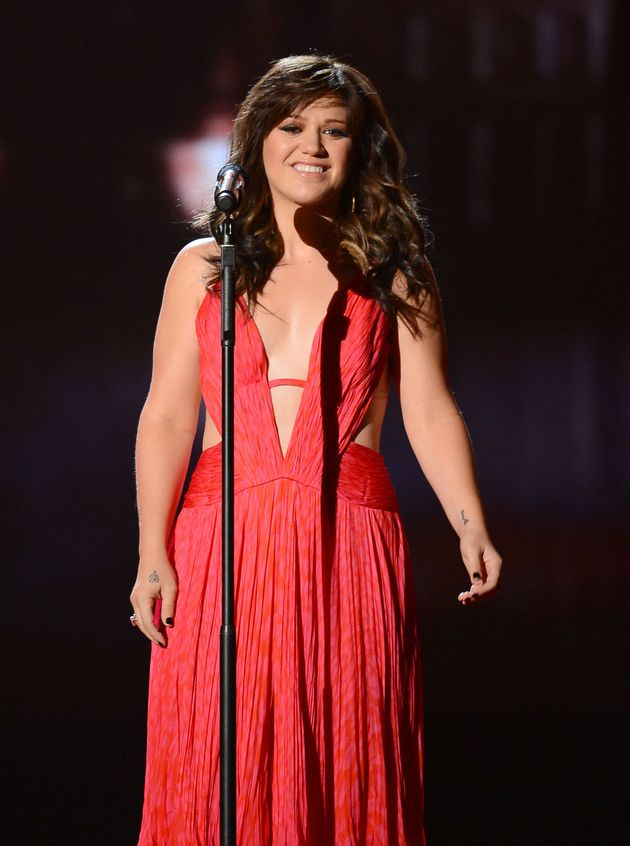 Kelly Clarkson Weight Loss Singer Debuts Svelte Figure At Billboard Music Awards Huffpost