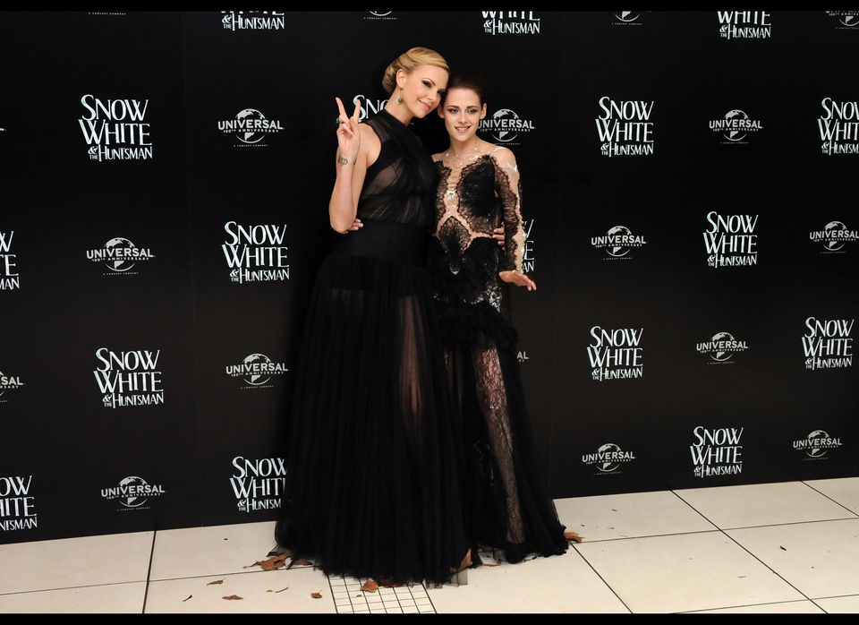 LONDON, UNITED KINGDOM - MAY 14: Charlize Theron and Kristin Stewart attend the World Premiere of 'Snow White and The Huntsma