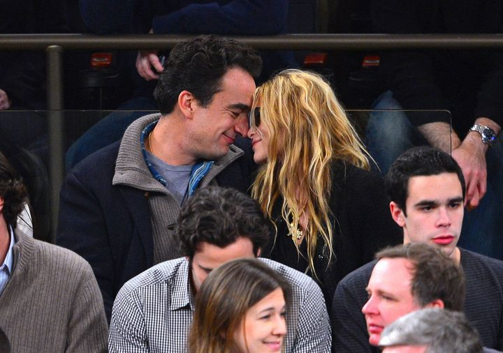Mary Kate Olsen Olivier Sarkozy Hold Hands In Paris Photo Huffpost