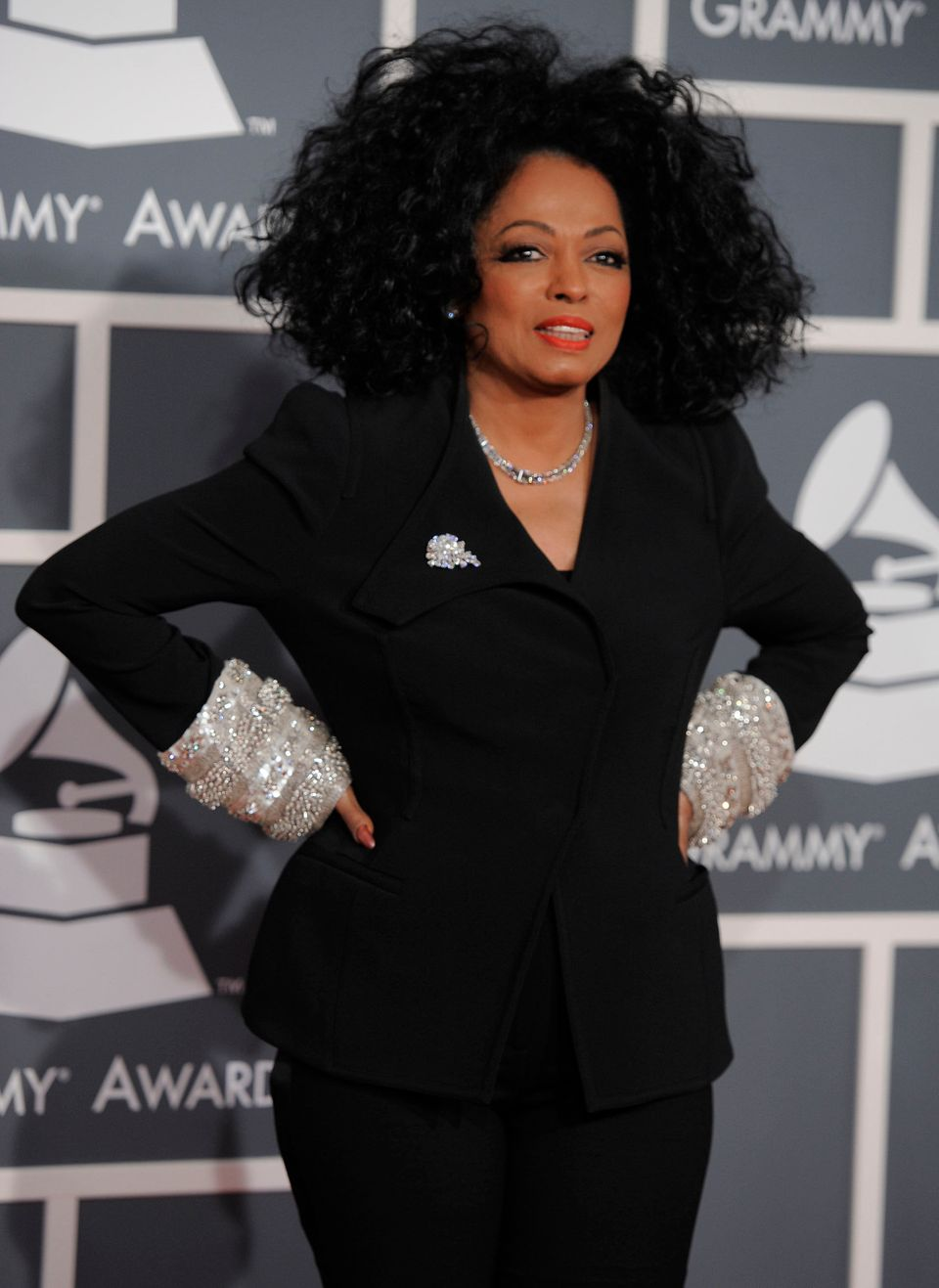 "Do NOT ask this Supreme diva to wait! <a href=""https://www.huffpost.com/entry/diana-ross-restaurant-scene_n_2424572"" target="""