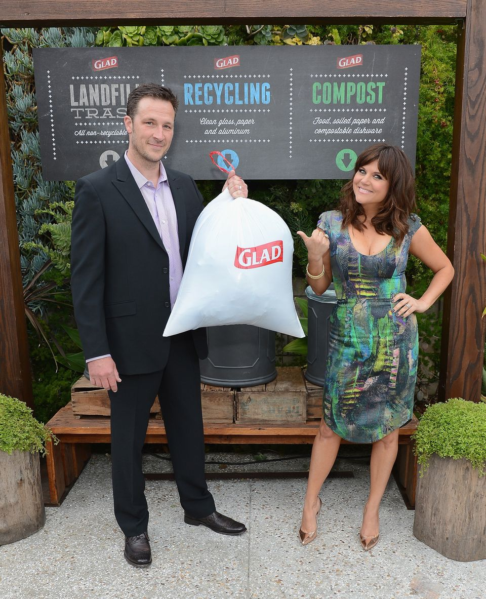 LOS ANGELES, CA - APRIL 03:  Actress Tiffani Thiessen and husband Brady Smith cinch up their one bag of trash from an eco-con