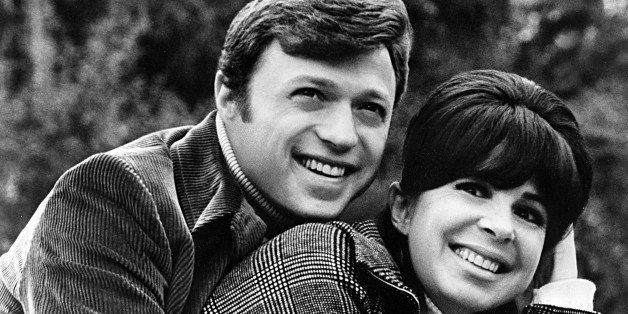 CIRCA 1975: Pop vocal husband and wife duo Steve Lawrence and Eydie Gorme who perform as 'Steve & Eydie' pose for a portrait