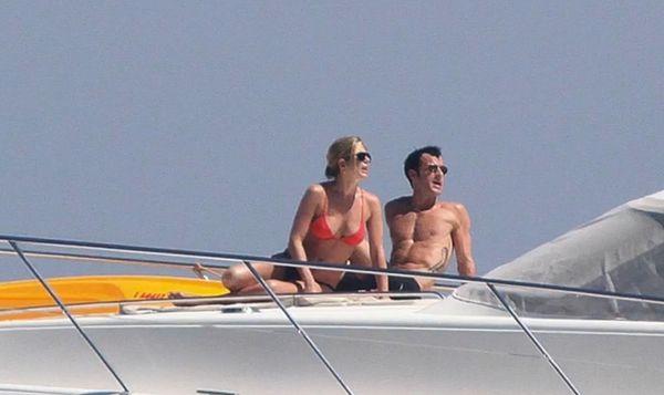 "Another hot destination for Jen and Justin is Capri. Staying at <a href=""http://www.serendipvillas.com/villa/villa_villa-il-t"
