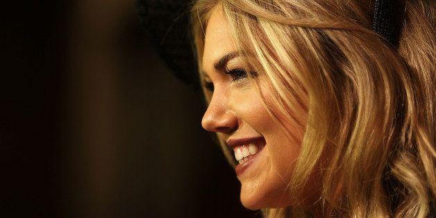 MELBOURNE, AUSTRALIA - NOVEMBER 06:  Kate Upton arrives at the VRC Oaks Club Luncheon at the Crown Palladium on November 6, 2