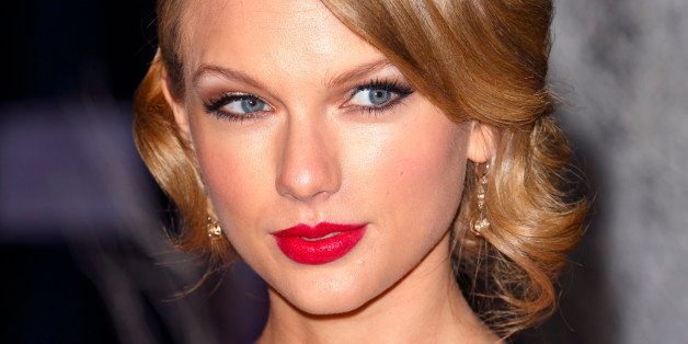 LONDON, UNITED KINGDOM - NOVEMBER 26: (EMBARGOED FOR PUBLICATION IN UK NEWSPAPERS UNTIL 48 HOURS AFTER CREATE DATE AND TIME) Taylor Swift attends the Centrepoint Winter Whites Gala at Kensington Palace on November 26, 2013 in London, England. (Photo by Max Mumby/Indigo/Getty Images)