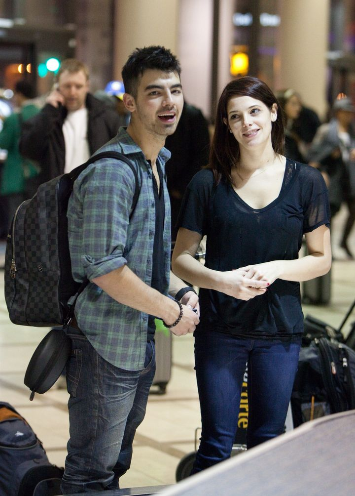 Joe Jonas Ashley Greene Remain Friends Exes Partied Together In