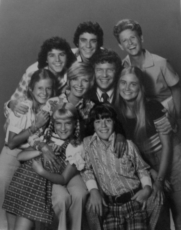 Description Cast photo from the television program The Brady Bunch.  Back from left: Christopher Knight (Peter), Barry Willia