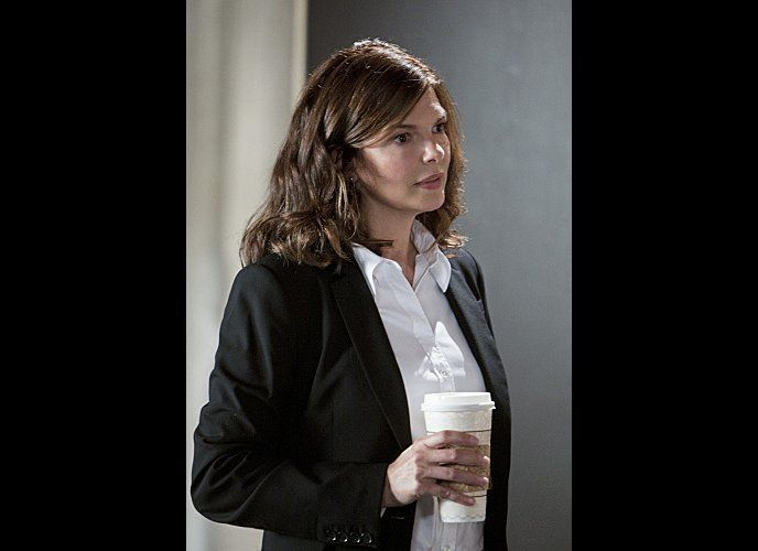 Newest BAU member Alex Blake (Jeanne Tripplehorn) discusses evidence with the team as they investigate the murder of a victim
