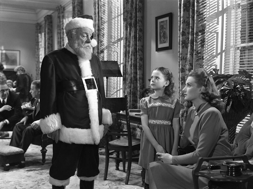 """<strong>""""Miracle On 34th Street (1947)"""" (AMC, 5:45 p.m. EST), followed by """"Miracle On 34th Street (1994)"""" (AMC, 8 p.m. EST)</"""
