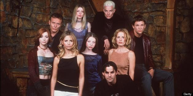 370100 01: The cast of 20th Century Fox's 'Buffy The Vampire Slayer' pose for a portrait. (Photo by Online USA)