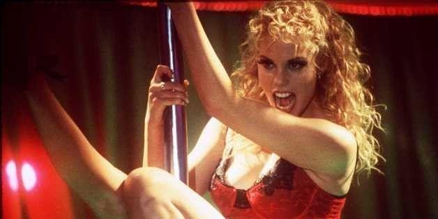 8/25/95 ELIZABETH BERKLEY STARS AS A DANCER IN VEGAS IN 'SHOWGIRLS'