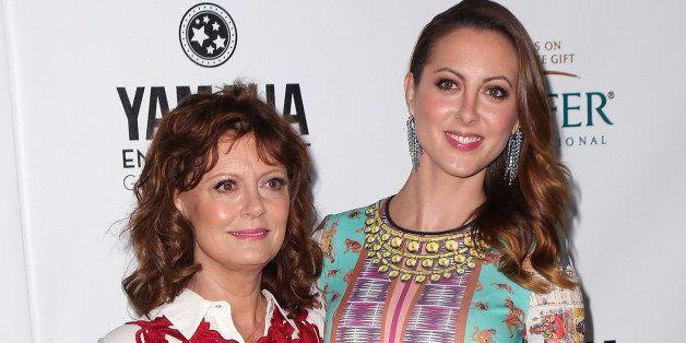 BEVERLY HILLS, CA - SEPTEMBER 19:  Actress Susan Sarandon (L) and daughter actress Eva Amurri Martino attend Heifer Internati