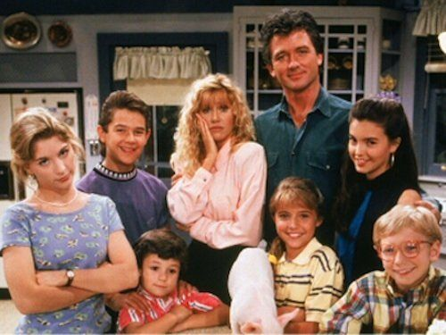 Sitcom That Dare Not Speak Its Real >> 21 Tv Shows That Make You Believe In The Power Of Family Huffpost