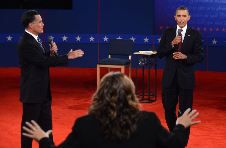 CNN's Candy Crowley (C) conducts the second presidential debate with US President Barack Obama  (R) and Republican presidenti