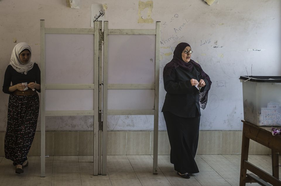 Egyptian women prepare to cast their votes at a polling station on the second day of Egypt's presidential election in Cairo o