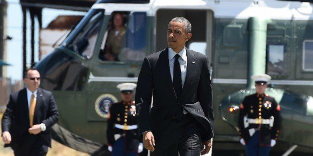 US President Barack Obama arrives at San Francisco International Airport in San Francisco, California, on July 23, 2014, to b