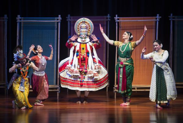 Dancers perform prior to a State Dinner in honor of US President Barack Obama at Rashtrapati Bhawan, the Presidential Palace,