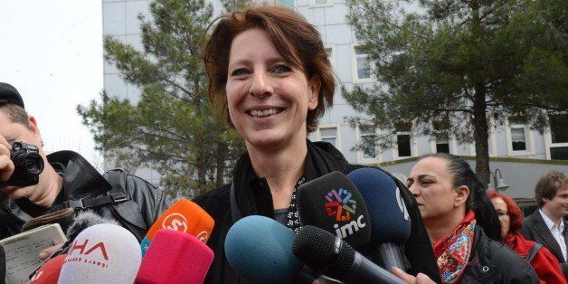 Dutch journalist Frederike Geerdink answers journalists' questions as she leaves Diyarbakir courthouse on April 8, 2015, in D