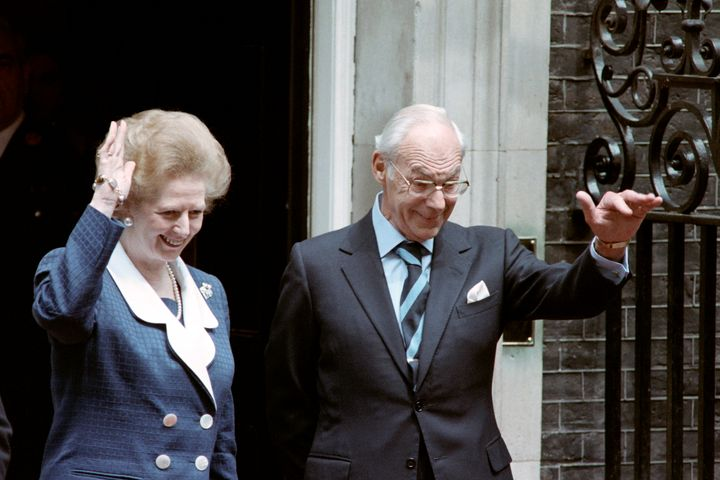 British Prime Minister Margaret Thatcher (L) and husband Dennis Thatcher wave goodbye to the Bushs after a state dinner at Do