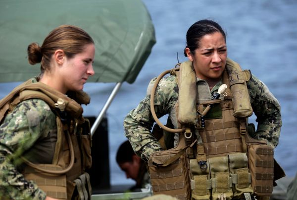 "In January, the <a href=""http://www.huffingtonpost.com/2013/01/23/women-in-combat_n_2535954.html"" target=""_blank"">Pentagon en"