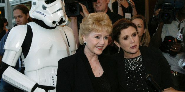 WASHINGTON - MAY 12:  Actresses Debbie Reynolds (L) and Carrie Fisher (R) arrive at the premiere of 'Star Wars Episode III: R