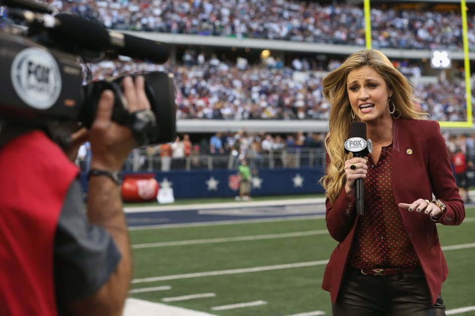 ARLINGTON, TX - NOVEMBER 22:  Sideline reporter Erin Andrews during a Thanksgiving Day game between the Washington Redskins a