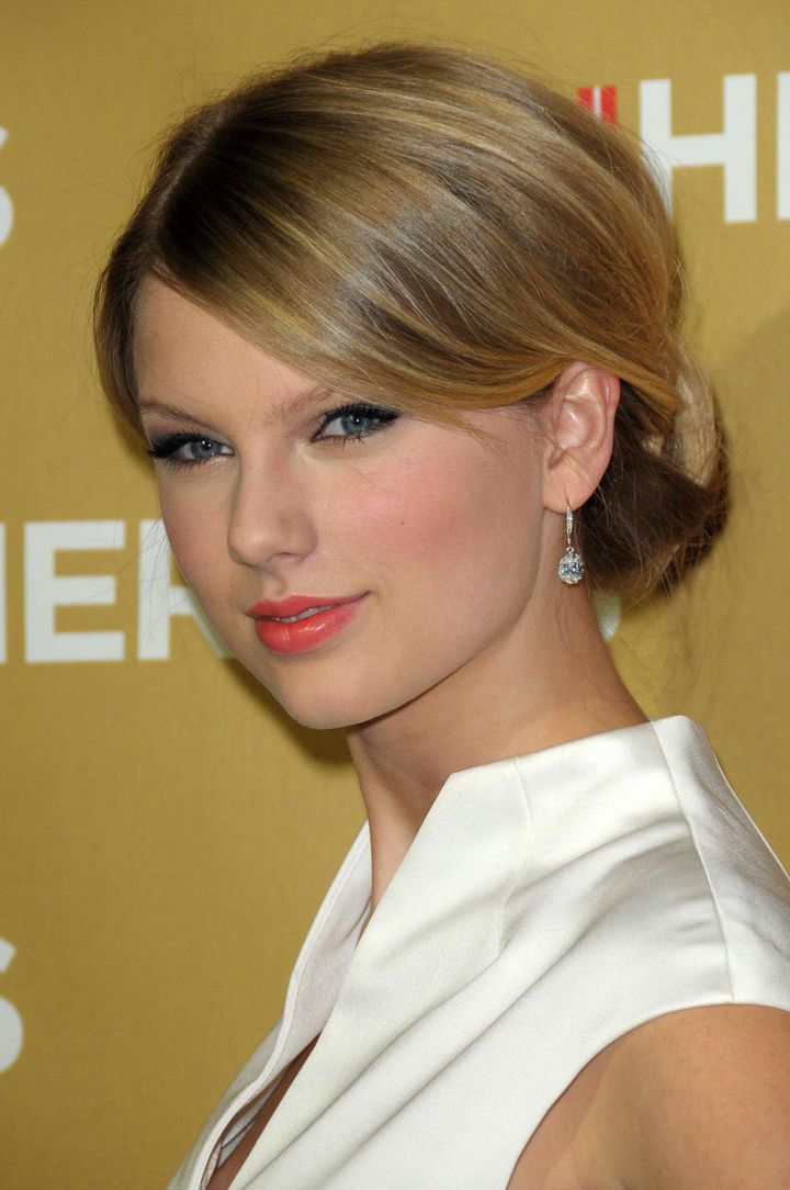 taylor swift  at cnn heroes an...