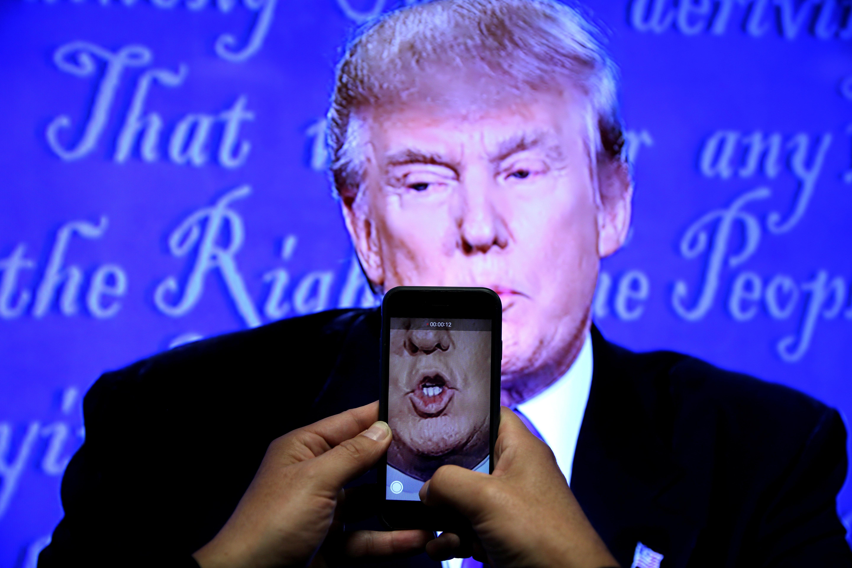 Μήνυμα από τoν Πρόεδρο! Το SMS του Τραμπ σε 225 εκατ.